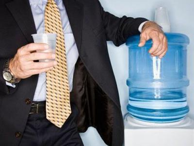 Почему в офисе лучше пить бутилированную воду?