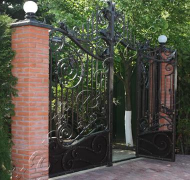 фото кованых ворот в Киеве