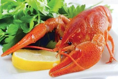 Вареные раки и морепродукты