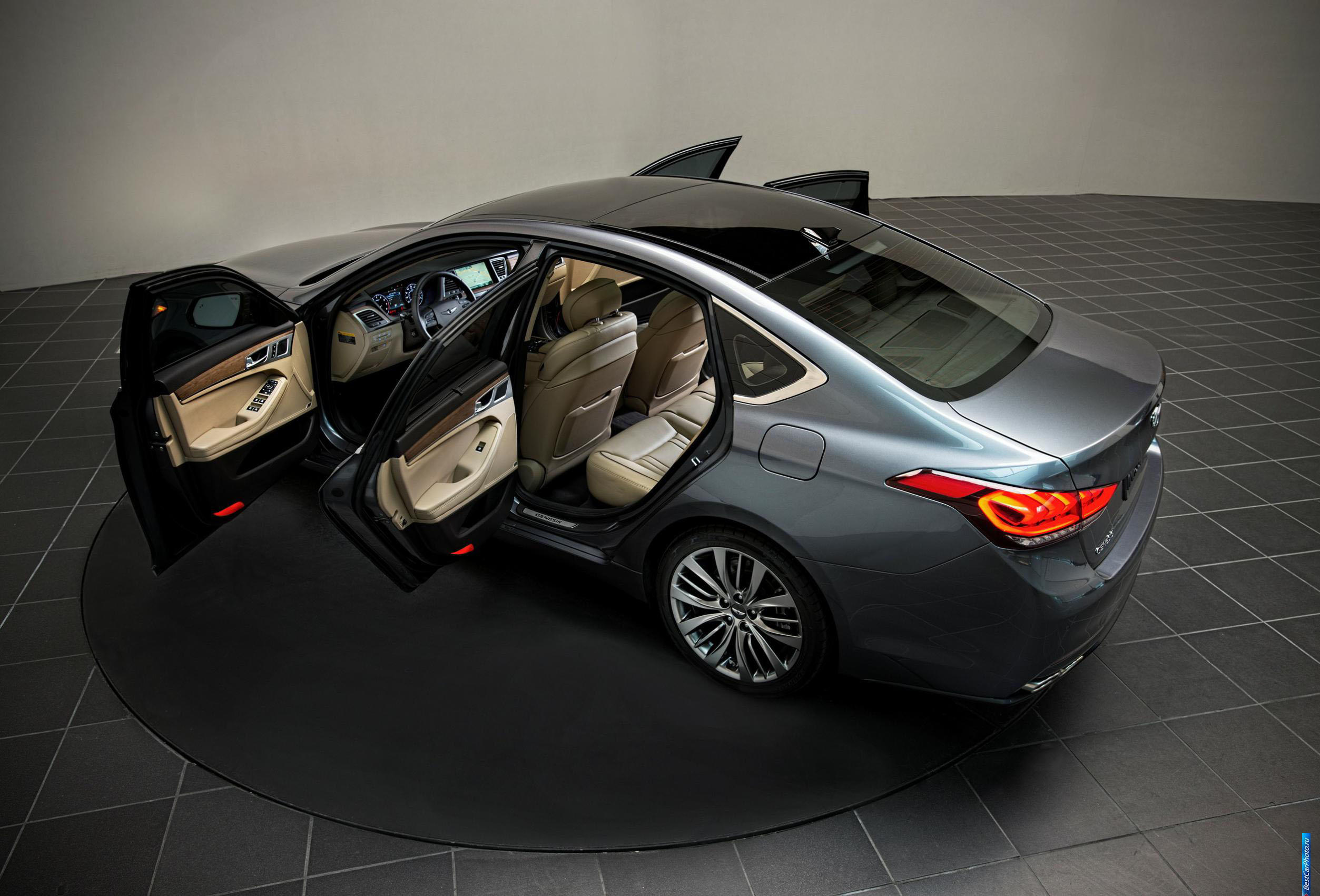 обзор Hyundai Genesis