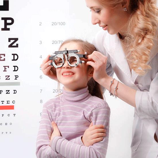 Когда ребенку могут нужны очки