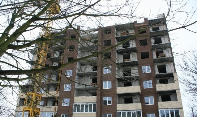 Жильцы дома в Луцке рискуют «задохнуться» в собственных квартирах